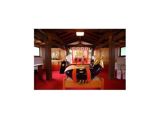 初宮詣では「茄子の子安台」にお子さまをのせて健やかな成長を願います。