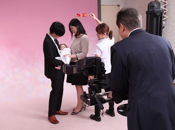 神社内に写真スタジオがあり、プロのカメラマンが常駐しています