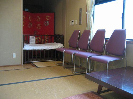 授乳室内のベットや椅子はご自由にお使いいただけます